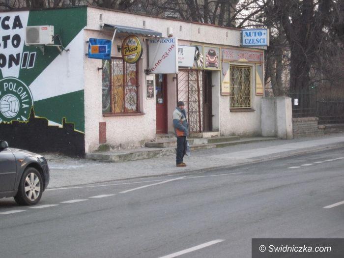 Świdnica: Pijany groził kobiecie maczetą