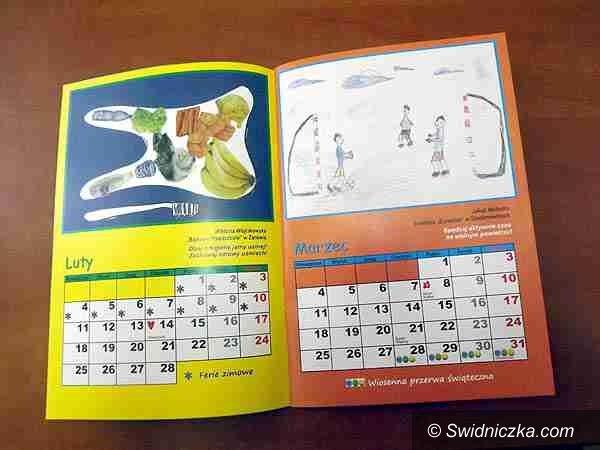 Gmina Żarów: Zaopatrzeni w kalendarze ucznia