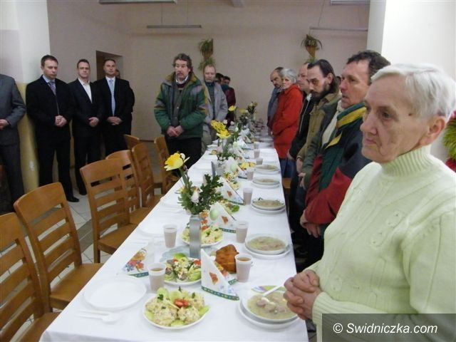 Świebodzice: Świąteczne śniadanie i paczki