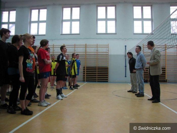 Jaworzyna Śląska: W II Siatkarskim Turnieju Rad Młodzieżowych najlepsi goście ze stolicy Karkonoszy