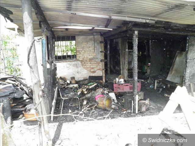Żarów: Ogień strawił altankę