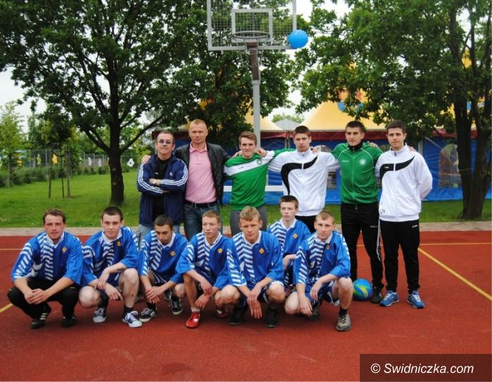 Świdnica: Piłkarze dla niepełnosprawnych dzieci