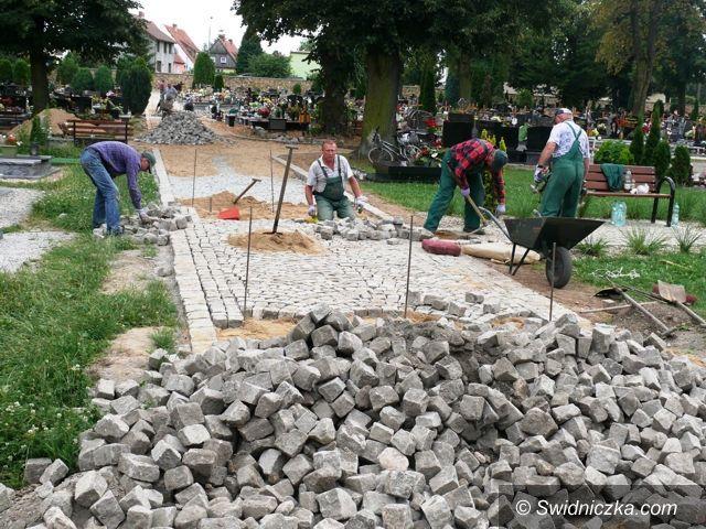 Strzegom: Remontują cmentarz