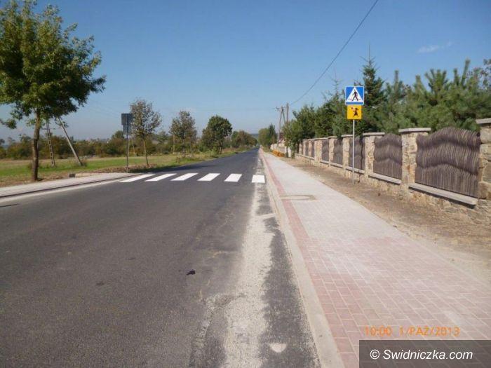 Żelazów: Szersza droga i nowy chodnik w Żelazowie