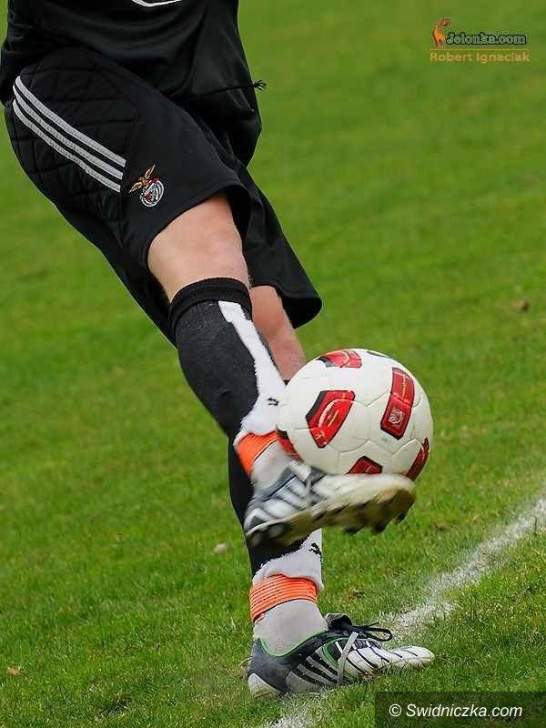 III-liga piłkarska: Klątwa przełamana – trzy punkty zostały w Świdnicy!