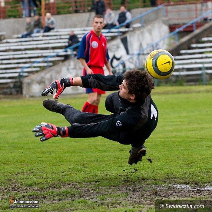 IV-liga piłkarska: Karkonosze odprawione z kwitkiem