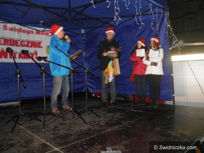 Żarów: Renifery św. Mikołaja zaparkowały w Żarowie
