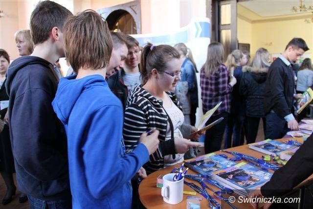 Świebodzice: Blisko siedmiuset uczniów na Targach Kariery