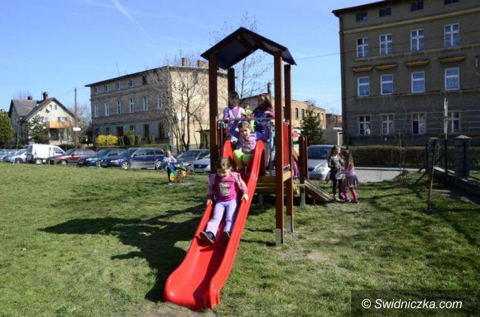 Gmina Żarów: Nowe urządzenia na placach zabaw