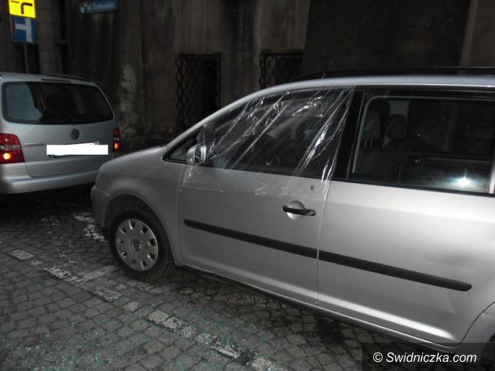 Świdnica: Uszkodził cztery szyby samochodowe