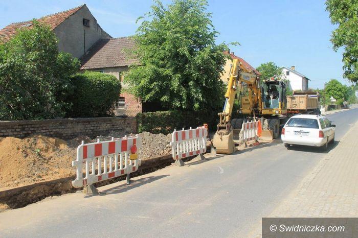 Świebodzice: Trwają prace przy kanalizacji