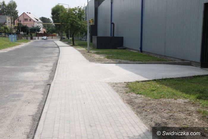 Świebodzice: Nowa nawierzchnia chodnika na ul. Długiej w Świebodzicach