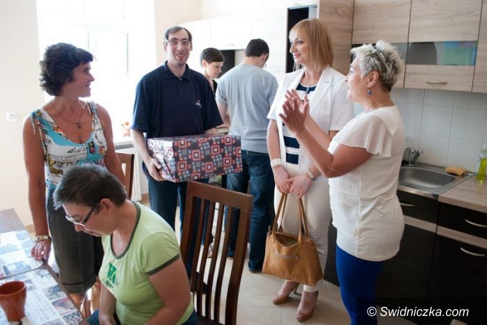 Świdnica: Powiat wspiera działalność mieszkania treningowego w Świdnicy