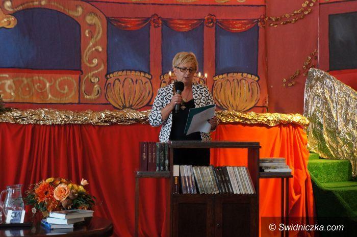 Strzegom: Aktorzy, dyrektorzy, kurator, burmistrz i starosta czytali Sienkiewicza w LO!
