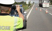 """Dolny Śląsk: Policyjna akcja """"PRĘDKOŚĆ"""" – nadal kierujący jeżdżą za szybko"""