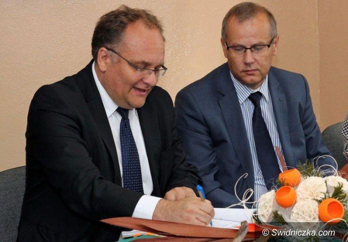 Gmina Dobromierz: Umowy na termomodernizację szkół podpisane
