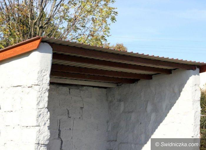 Gmina Dobromierz: Nowe pokrycia dachowe na przystankach