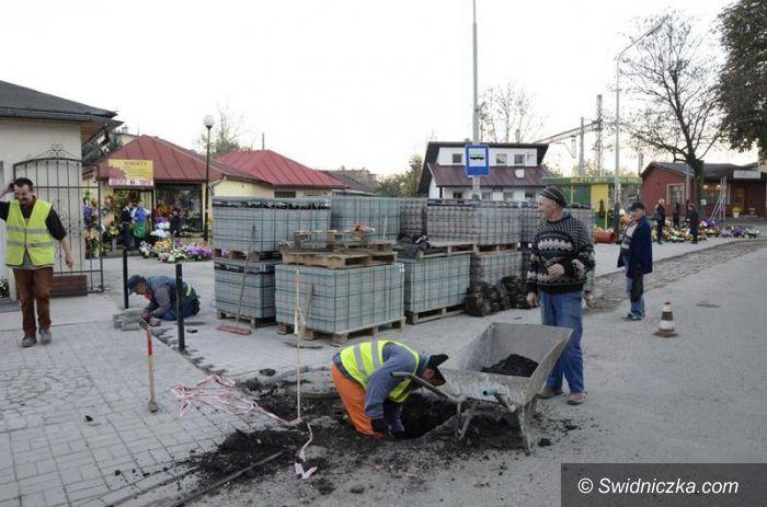 Żarów: Ulica Dworcowa w Żarowie w trakcie remontu