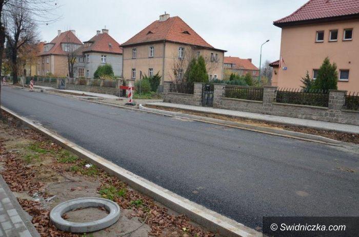 Strzegom: Przebudowa dróg w Strzegomiu z problemami