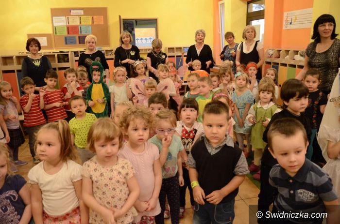 Żarów: Andrzejkowe wróżby przedszkolaków