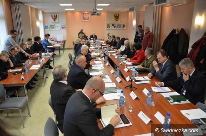 powiat świdnicki: Pierwsza sesja rady powiatu świdnickiego kadencji 2014–2018