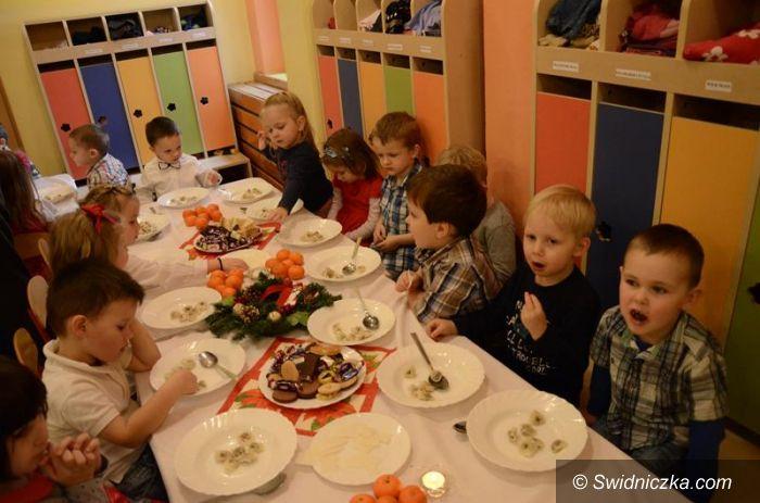 Żarów: Przy wigilijnym stole z przedszkolakami