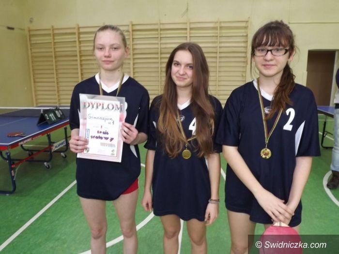 Świdnica: Ping–pongowa rywalizacja dziewcząt w Gimnazjum nr 2