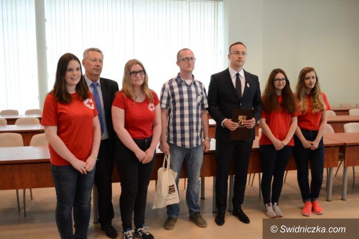 Świdnica: Wynik zbiórki krwi oraz wręczenie Odznaki Zasłużonego Honorowego Dawcy Krwi