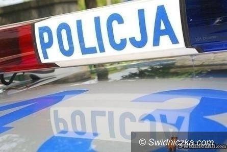 Świdnica: Narkotyki wyrzucił przez okno