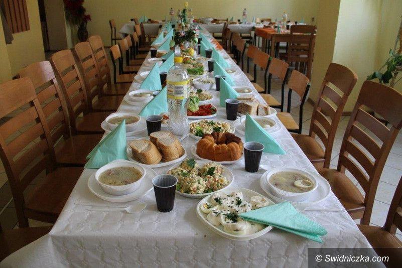 Świebodzice: Paczki i śniadanie wielkanocne dla świebodziczan