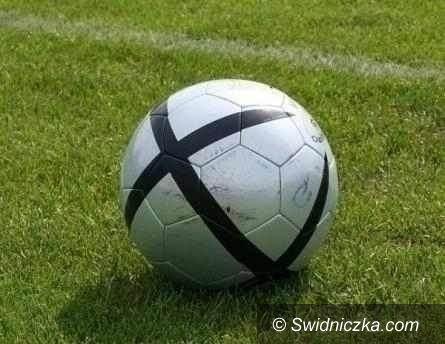 REGION: IV liga piłkarska: Żarów wygrał niespodziewanie w Strzegomiu