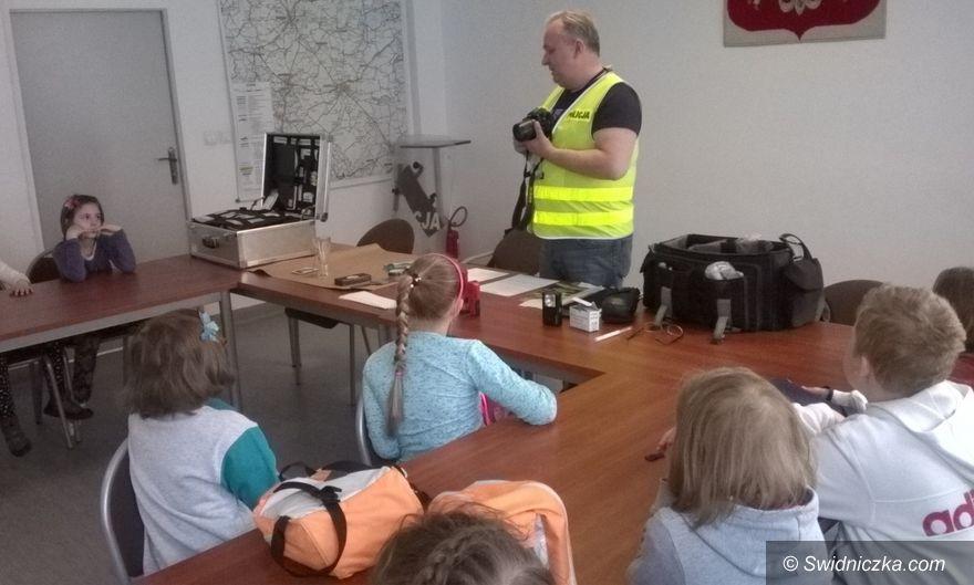 Świdnica: Uczniowie z wizytą w świdnickiej komendzie