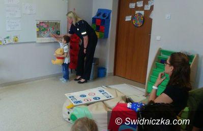 Świdnica: Policjantka z wizytą u przedszkolaków