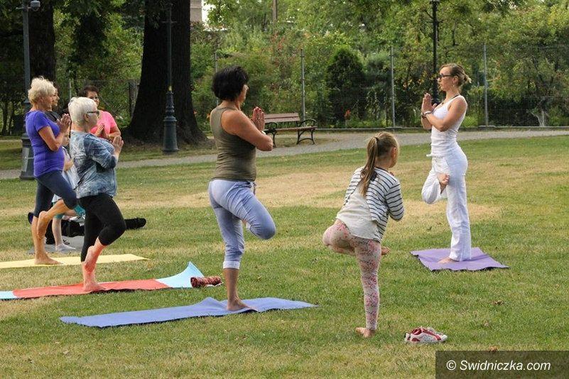 Świebodzice: Zapraszamy na jogę do parku