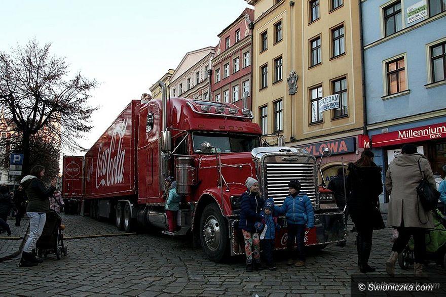 Świdnica: Ciężarówka Coca–Coli w Świdnicy