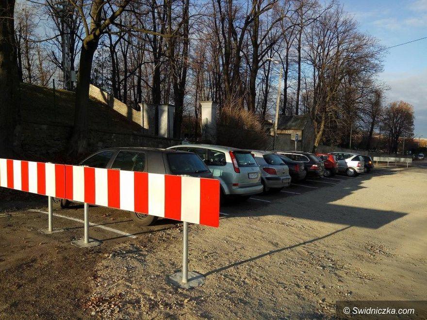 Dobromierz: Przybyło miejsc parkingowych w Dobromierzu