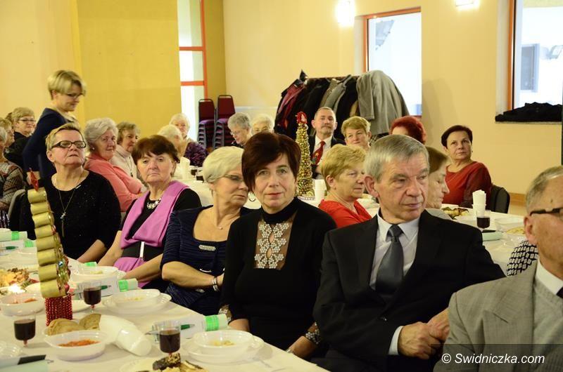 Żarów: Seniorzy połamali się opłatkiem