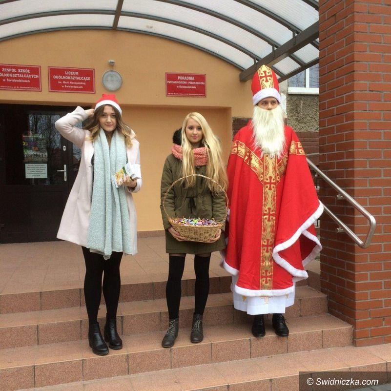 Świebodzice: Uczniowie LO w Świebodzicach w hospicjum