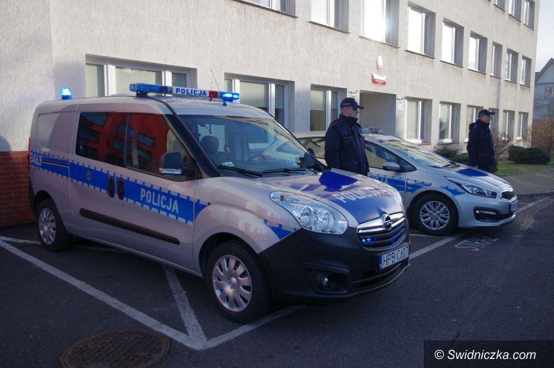 Świebodzice/Strzegom: Komisariaty w Świebodzicach i Strzegomiu także otrzymały nowe radiowozy