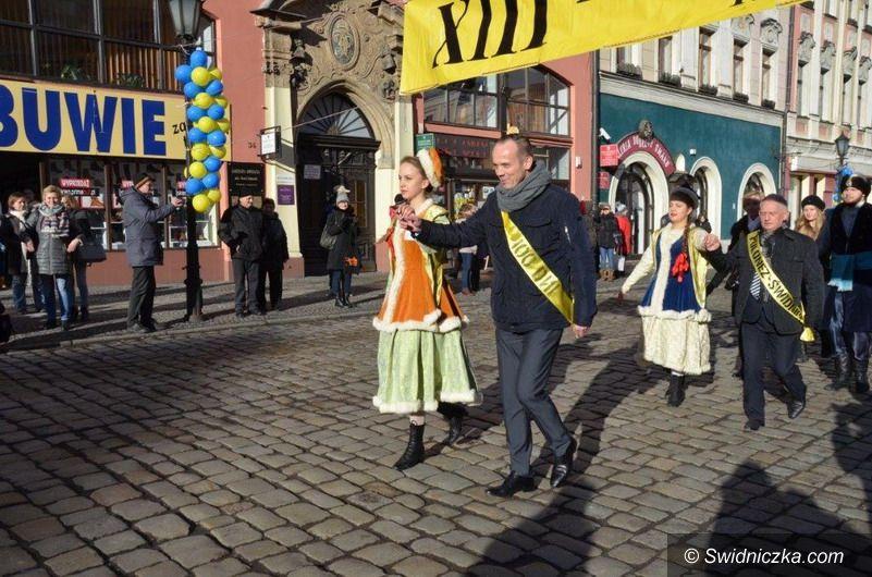 Świdnica: XIII Polonez na świdnickim rynku