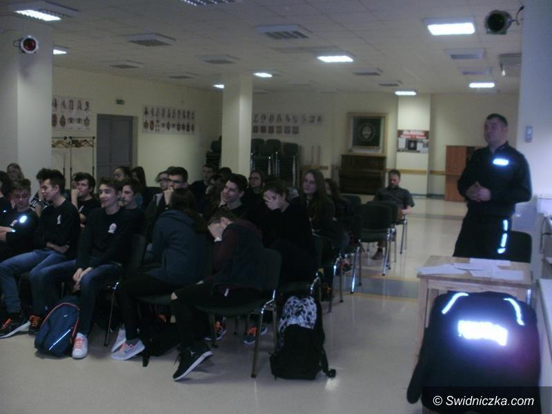 Żarów: Policjanci szkolili gimnazjalistów