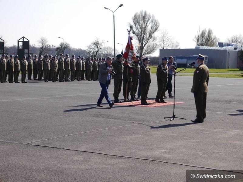 Strzegom: Władze miasta Strzegomia i licealiści na uroczystościach wojskowych we Wrocławiu