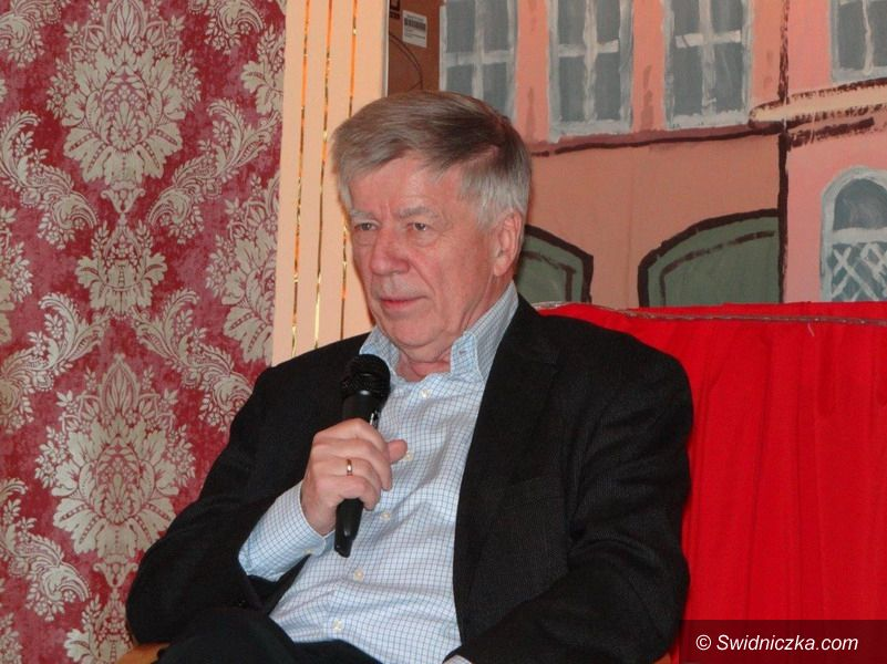Strzegom: Profesor Jan Miodek w strzegomskim LO
