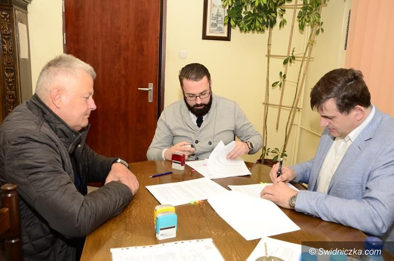 Żarów: Umowa na budowę ścieżki rowerowej podpisana