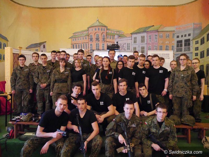 Strzegom: Weterani misji w Afganistanie i Iraku na zajęciach w LO