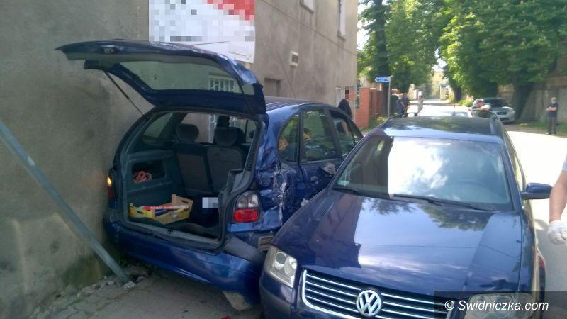 Świdnica: Samochodem pełnym narkotyków uciekał przed policjantami, jazdę zakończył na ścianie budynku