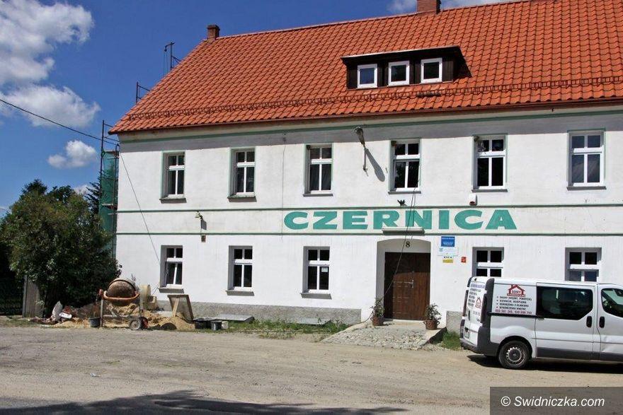 Czernica: Trwa remont elewacji czernickiej świetlicy