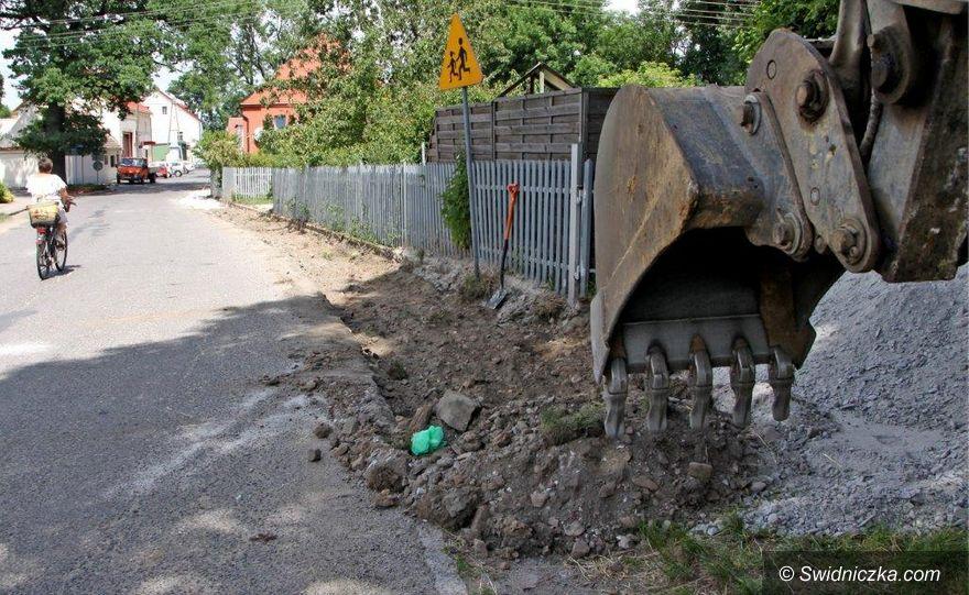 Roztoka: Kolejny chodnik w budowie