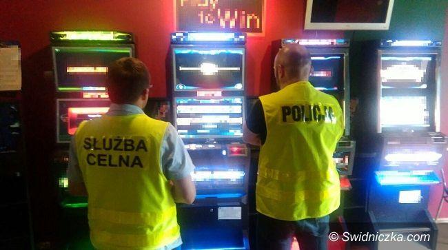 Świdnica: Kolejne automaty w rękach funkcjonariuszy