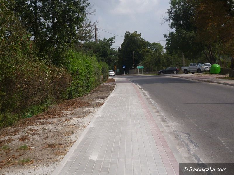 Międzyrzecze: Nowy chodnik przy drodze powiatowej na terenie Gminy Strzegom